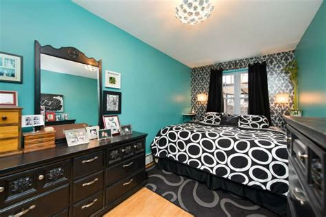 bedroom  brooklyn temporary wallpaper accent