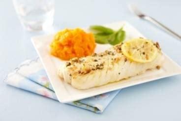 cuisiner dos de cabillaud recette de dos de cabillaud à la pistache et purée de