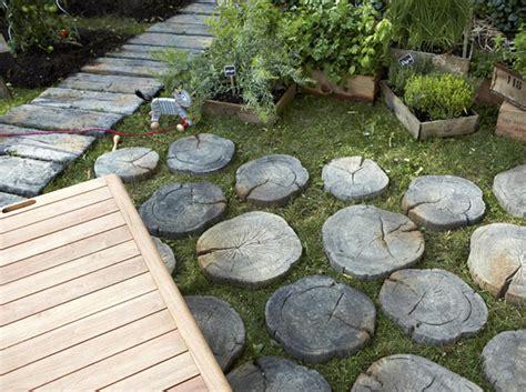 bonnes idees deco pour une allee de jardin elle decoration