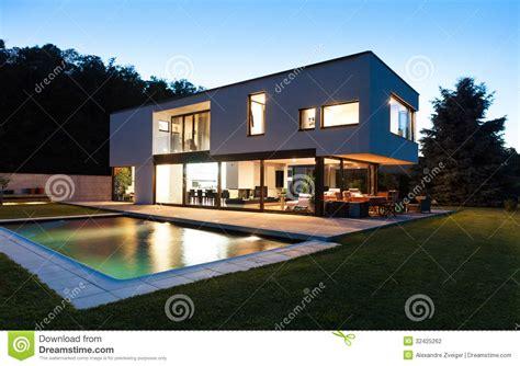 villa moderne avec la piscine photographie stock image 32425262