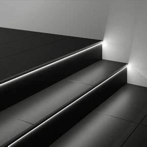 Richtig Fliesen Legen : treppen selber fliesen geflieste treppe mit beleuchteten ~ Lizthompson.info Haus und Dekorationen