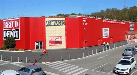 Nimes Aigues Vives Magasin De Bricolage Stock Permanent Et