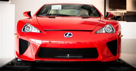 The Mirror: Lexus LFA 2012
