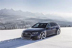 New RS4 Avant B9 in Navarra Blue going crazy in snow