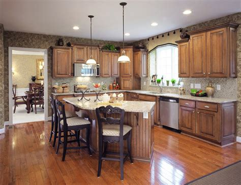 customized kitchen cabinets shiloh cabinetry traditional kitchen indianapolis 3066
