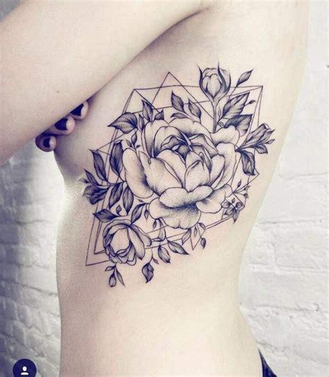 Tatouage De Femme  Tatouage Rose Noir Et Gris Sur Ventre