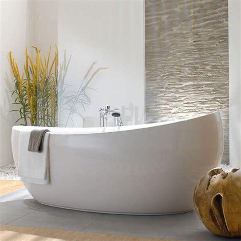 Freistehende Badewanne Die Moderne Badeinrichtungbadezimmer Mit Natursteinwand 2 by Villeroy Boch Aveo New Generation Vana Do Prostoru