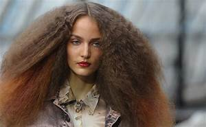 How to Make Frizzy Hair Smooth in Summer | POPSUGAR Beauty ...