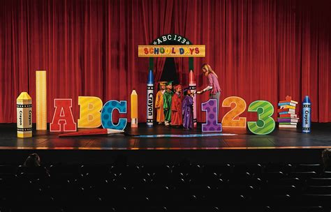 Backdrop Ideas For School by Celebrate The Graduates With Decorations For Their