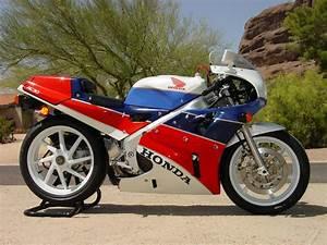 Honda Rc 30 : 1990 honda rc30 a beautiful racer built for the street ~ Melissatoandfro.com Idées de Décoration