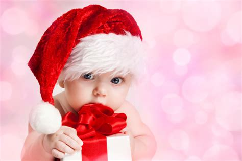 20 newborn babies in santa hats