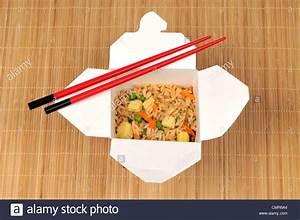 Box of chinese shrimp fried rice with chopsticks Stockfoto ...