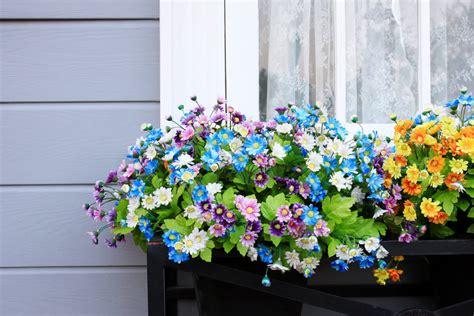 wonderfull window  balcony flower box ideas