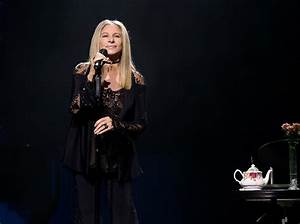 Siri prononce mal son nom, Barbra Streisand fait corriger ...