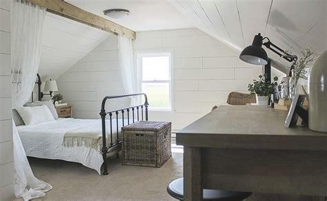 farmhouse interior bedrooms 10 best farmhouse decorating ideas for sweet home Farmhouse Interior Bedrooms