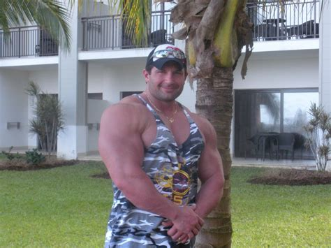 Muscle Male Model Brian Yersky