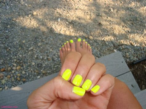 [trend] How To Wear Neon Yellow