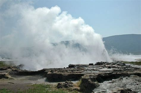 loburu geysers  hot springs lake bogoria wondermondo