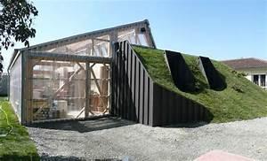 Maison Semi Enterrée : une maison bioclimatique semi enterree container toiture ~ Voncanada.com Idées de Décoration