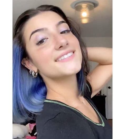 Charli D'amelio Dyes Blue Streaks in Hair: See Her ...