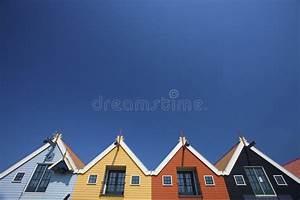 Häuser In Holland : bunte h user an der k ste in holland mit einem blauen stockfoto bild von szenisch relax 9215584 ~ Watch28wear.com Haus und Dekorationen