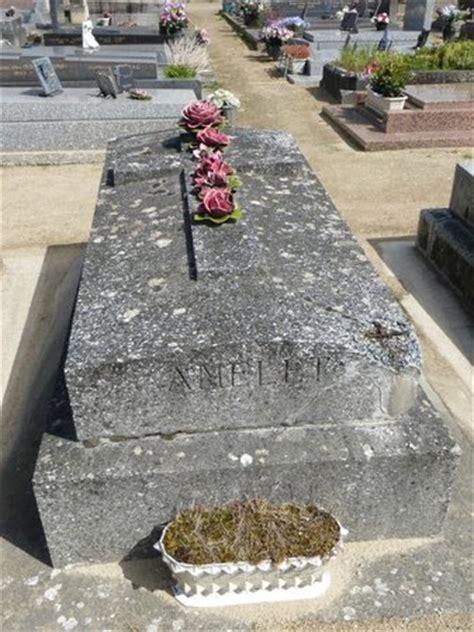 cuisine su馘oise gravestone picture of auvers sur oise val d 39 oise tripadvisor