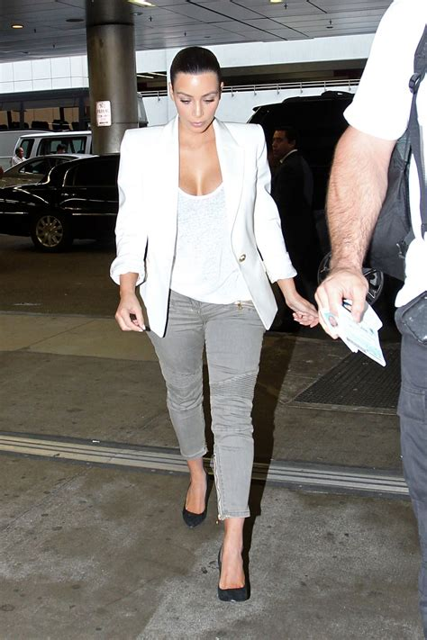 kim kardashian casual style leaving  photo studio