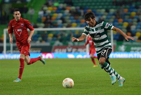Born 16 may 1993) is a portuguese footballer who plays for s.c. Será Esgaio um lateral à Jorge Jesus?