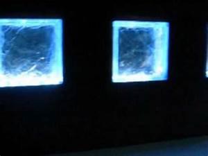 brique de verre eclairee par led dans une salle de bain With salle de bain eclairage led