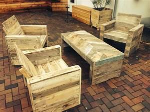 Europaletten Gartenmöbel Bauen : palettenholz gartenm bel 2 paletten pro stuhl 3 paletten f r tisch habe ich mal selbst gebaut ~ Markanthonyermac.com Haus und Dekorationen