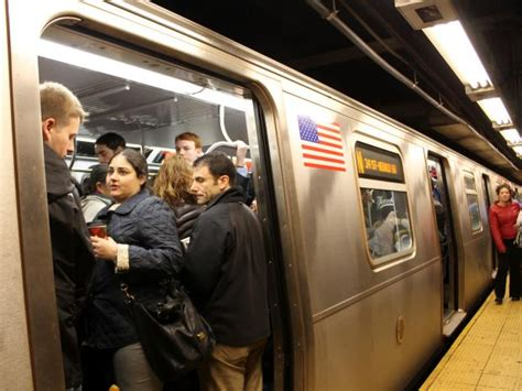 man knifed  lexington ave  street subway
