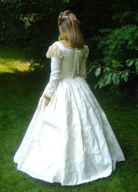 elizabethan wedding gown
