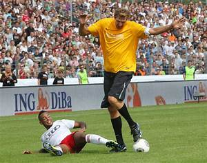Dirk Nowitzki is the biggest soccer player ever | For The Win