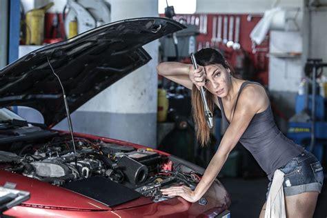 Frau In Garage by Pin On Mechanic Garage