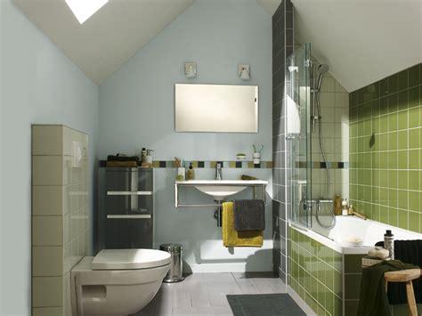 am 233 nager une salle de bains sous les toits travaux