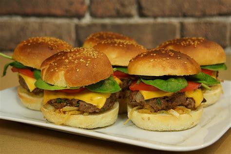 les recettes d herve cuisine recette facile des burgers maison avec herv 233 cuisine
