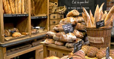baguette  paris budget travel
