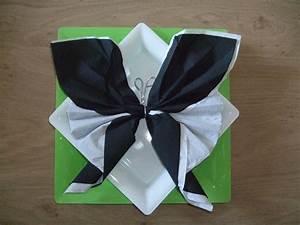 Pliage De Serviette En Papier Facile : pliage serviette 2 couleurs papillon ~ Melissatoandfro.com Idées de Décoration