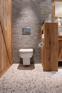 Le carrelage galet pratique revetement pour la salle de bain for Salle de bain design avec fil métallique décoratif