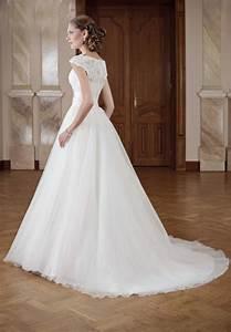 Brautkleid Mit Farbe : brautkleid mit carmen rmeln und breitem g rtel kleiderfreuden ~ Frokenaadalensverden.com Haus und Dekorationen