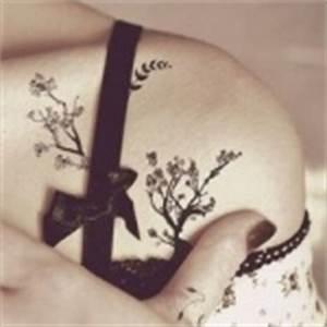 Tatouage Arbre Japonais : top 90 des mod les de tatouage arbre femme ~ Melissatoandfro.com Idées de Décoration