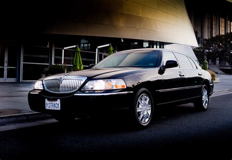 Car Image Lincoln Town Car 209px Image 4