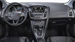 Dimension Ford Focus 3 : dimensioni ford focus sportbreak 2015 bagagliaio e interni ~ Medecine-chirurgie-esthetiques.com Avis de Voitures