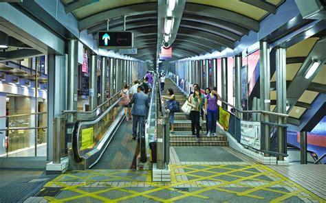 wow hong kong punya eskalator terpanjang  dunia lho