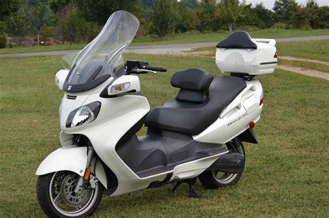 Suzuki Bergman 650 by 2007 Suzuki Burgman 650