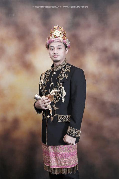 baju pengantin pada pernikahan adat aceh