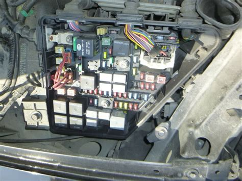 2007 Escalade Fuse Box by Replace Fuse For A 2007 Cadillac Sts Interior Lights