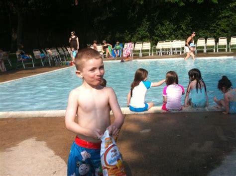 pool picnics  ideas  spruce  waterside meals