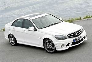 Mercedes Cla Blanche : photos de la c63 amg en blanc belles allemandes ~ Melissatoandfro.com Idées de Décoration