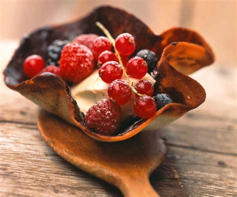 astuce de chef cuisine astuce du chef cyril lignac tulipes chocolat aux fruits